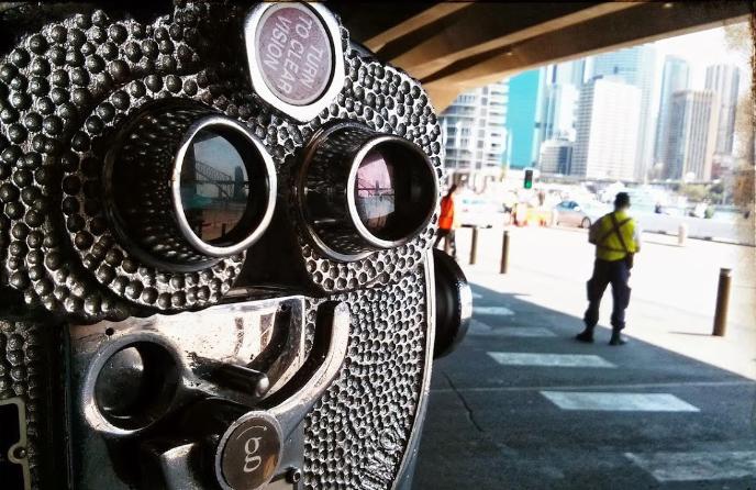 binoculars-2@2x